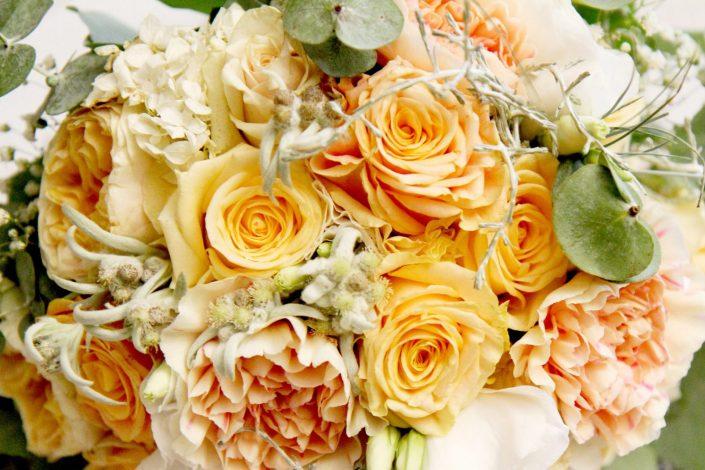 Bukiet ślubny z herbacianymi różami
