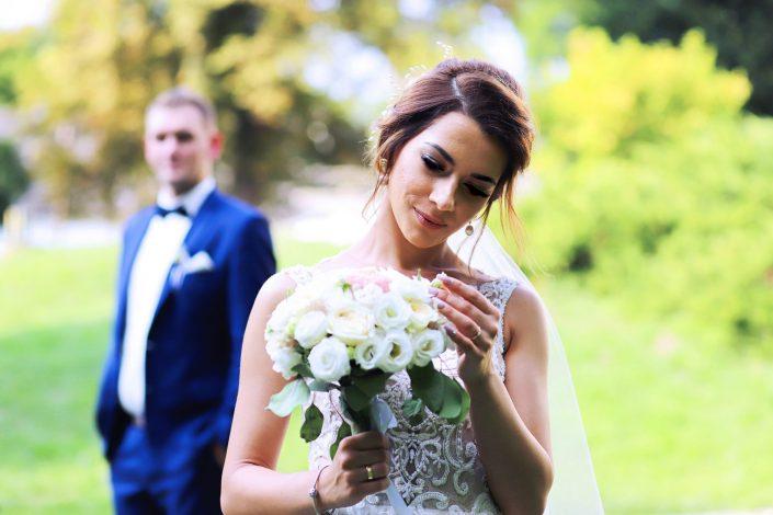 Panna młoda i bukiet ślubny